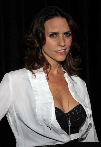 http://pjensi.files.wordpress.com/2010/01/amy-landecker-01.jpg?w=411&h=600