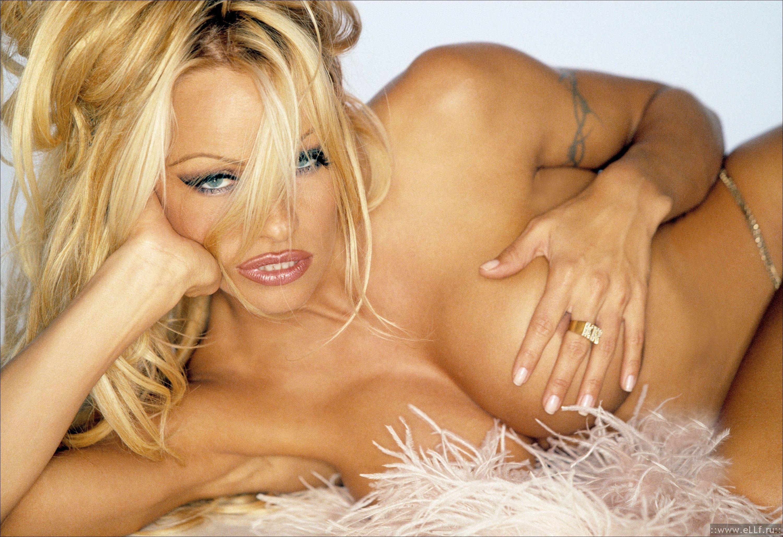 Pamela anderson boob slip