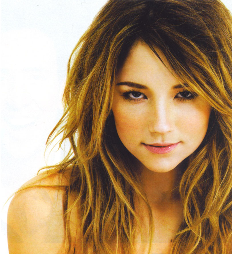 http://pjensi.files.wordpress.com/2010/10/haley-bennett-06.jpg