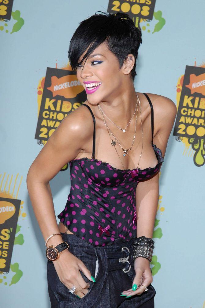 Rihanna 01 nip slip down blouse