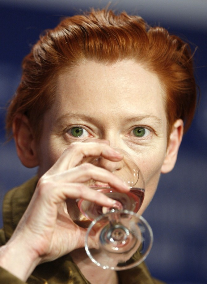 Tilda Swinton 06 in the Bar None