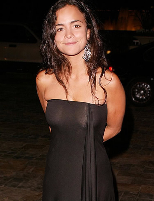 Alice Braga 01 see through