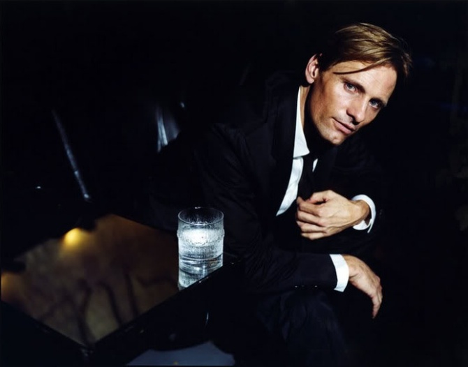 Viggo Mortensen 02 in the Bar None