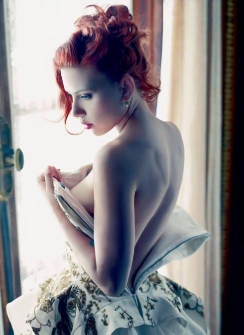 Scarlett Johansson 01 downblouse