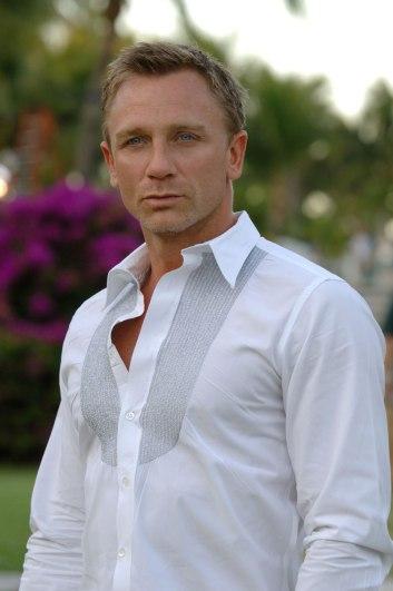 Daniel Craig 01 Buttons Bar None Booze Revooze