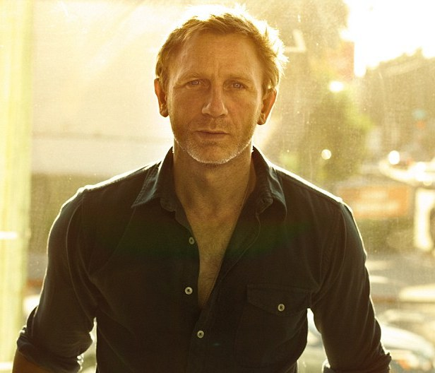 Daniel Craig 03 Buttons Bar None Booze Revooze