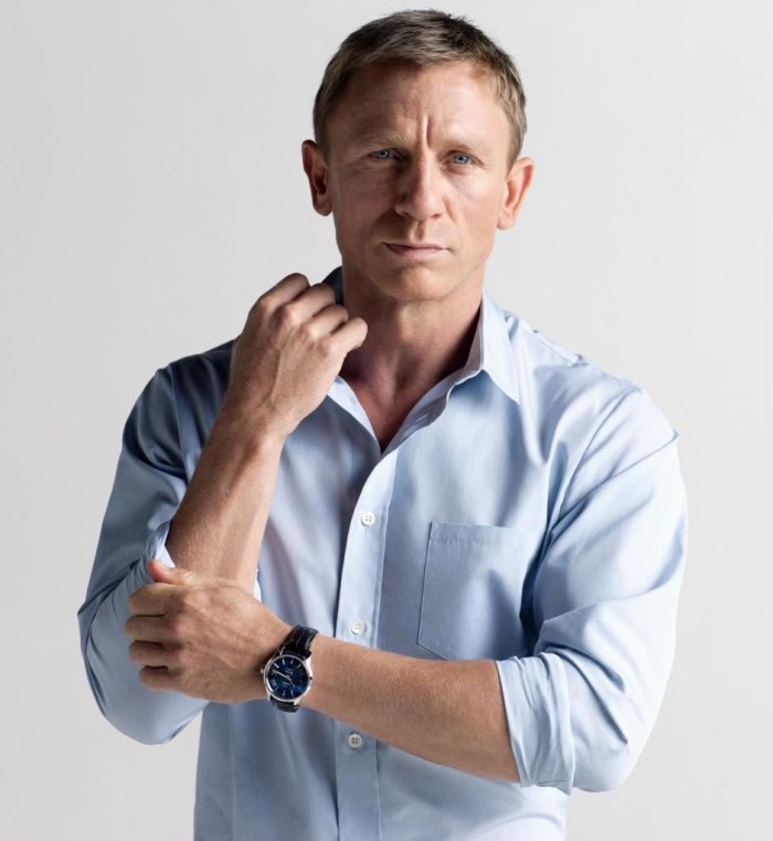 Daniel Craig 04 Buttons Bar None Booze Revooze