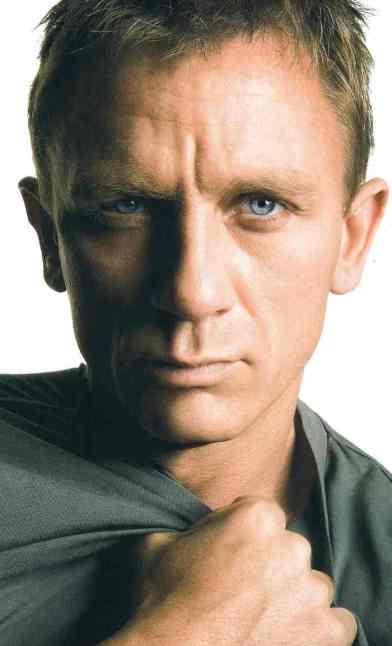 Daniel Craig 05 Buttons Bar None Booze Revooze