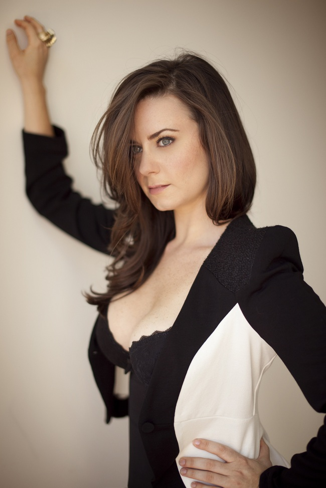 Katie Featherston 02 Cleavage Bar None Booze Revooze