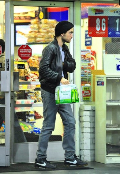 Robert Pattinson 01 Drunk Twilight: Breaking Dawn (Part 2) Bar None Booze Revooze