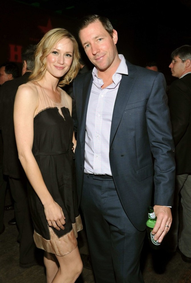 Kerry Bishé 07 with some guy in the Bar None Bar None Booze Revooze Argo