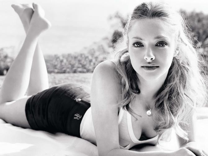 Amanda Seyfried 01 bar none booze revooze