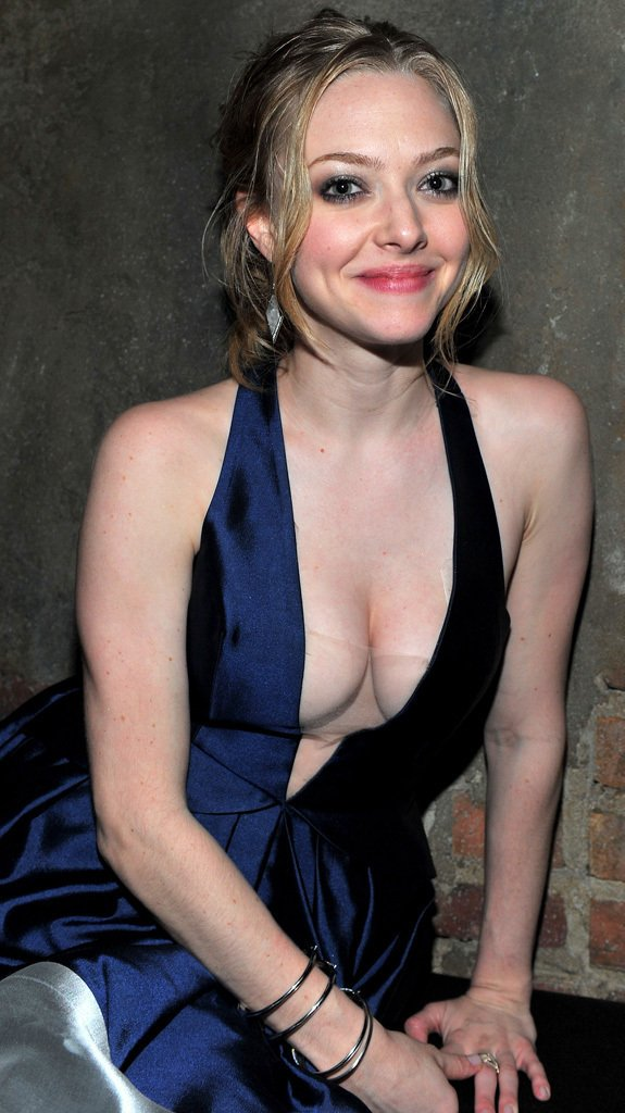 Amanda Seyfried 04 bar none booze revooze