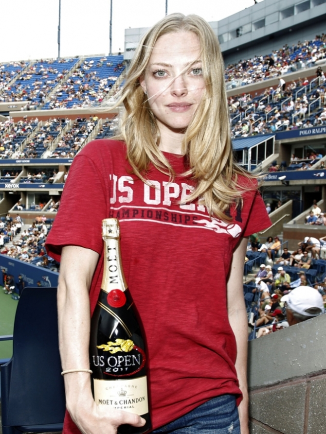 Amanda Seyfried 08 before the Bar None bar none booze revooze