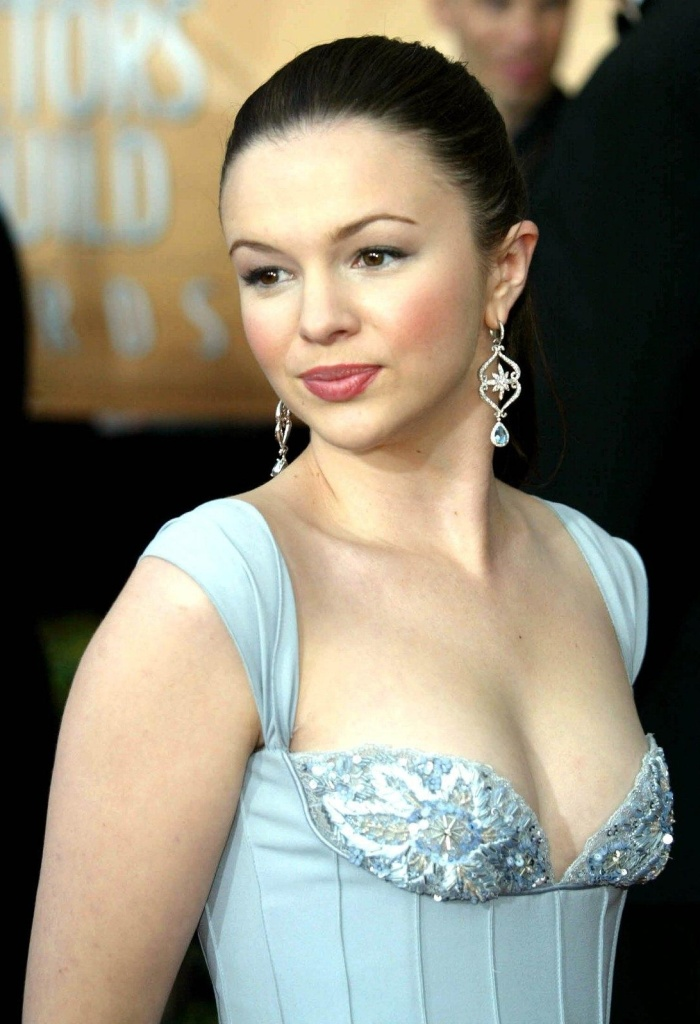 Amber Tamblyn 03 bar none booze