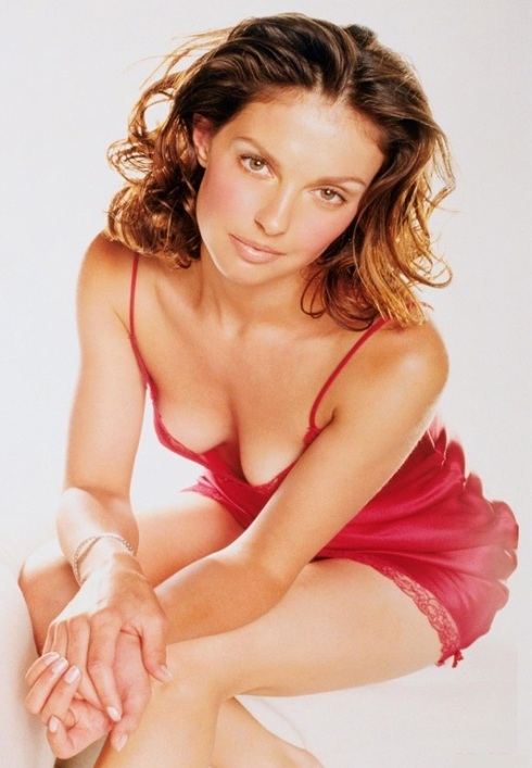 Ashley Judd 02 Bar None Booze Revooze AlKHall downblouse