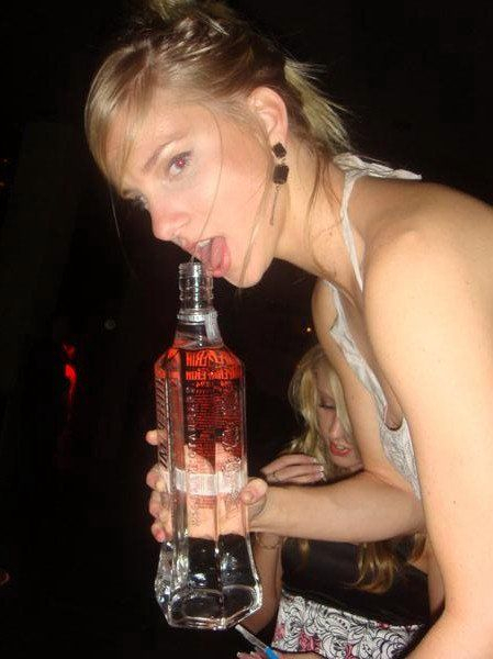 Heather Morris 08 in the Bar None Booze Revooze