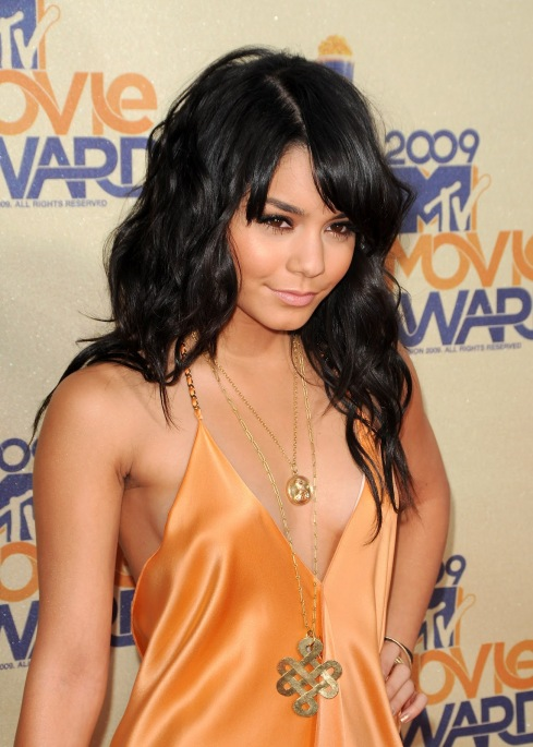 Vanessa Hudgens 08 Bar None Booze Revooze cleavage