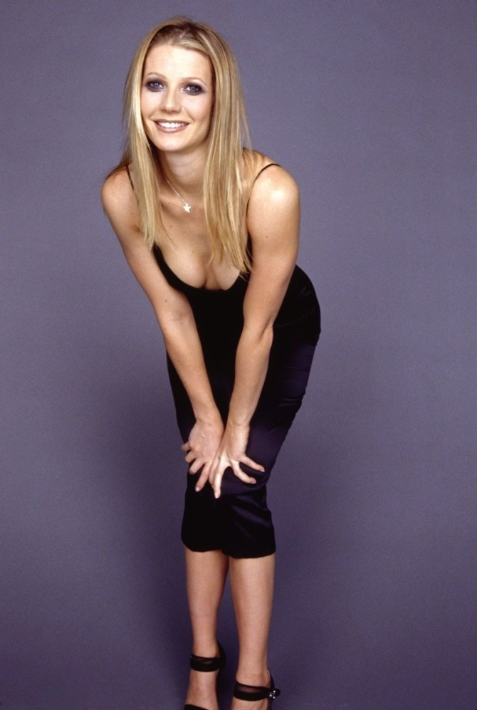Gwyneth Paltrow 03 Bar None Booze Revooze Iron Man 3 downblouse