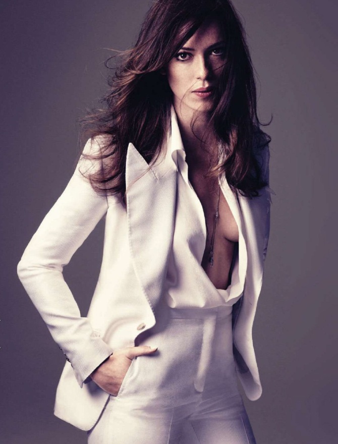 Rebecca Hall 04 in the Bar None Booze Revooze Iron Man 3 downblouse