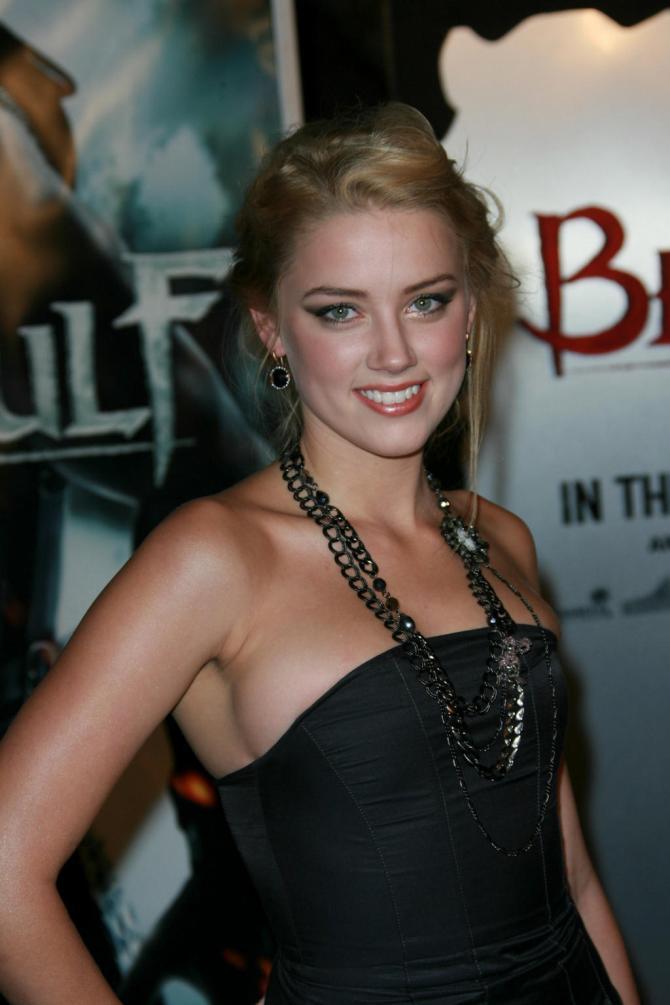 Amber Heard 03 Machete Kills (AlKHall Bar None Booze Revooze)