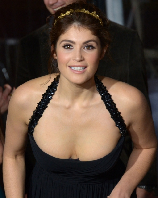 Gemma Arterton 05 Runner Runner (Al K Hall Bar None Booze Revooze)