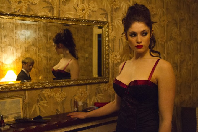 Gemma Arterton 06 Runner Runner (Al K Hall Bar None Booze Revooze)