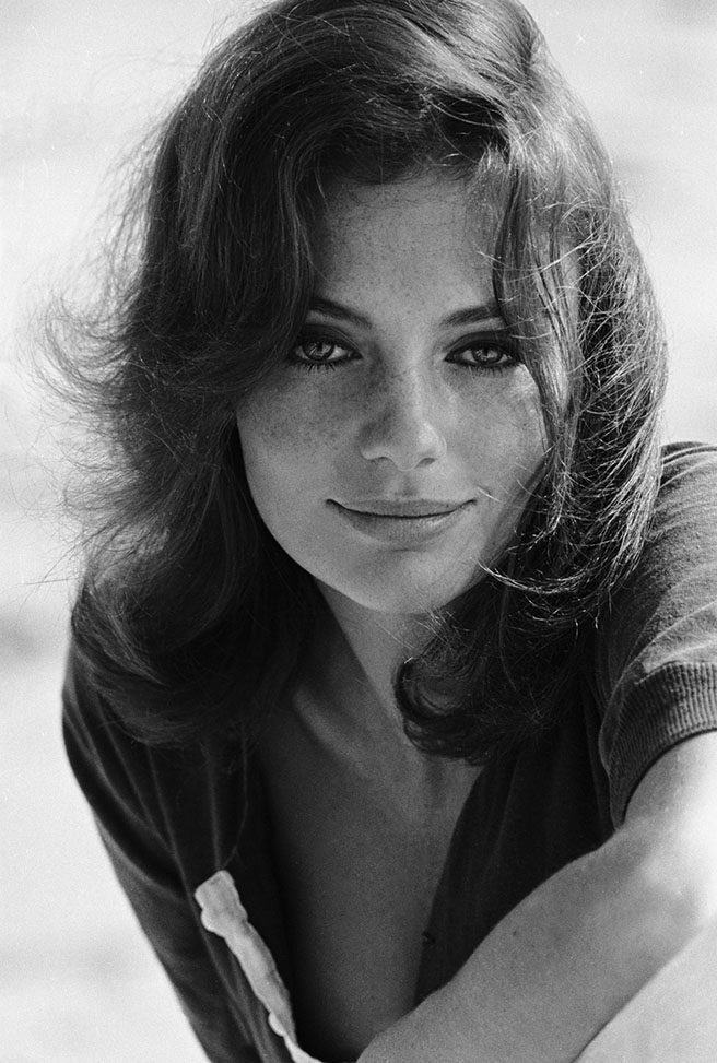 Jacqueline Bisset 02 down blouse (AlKHall Bar None)