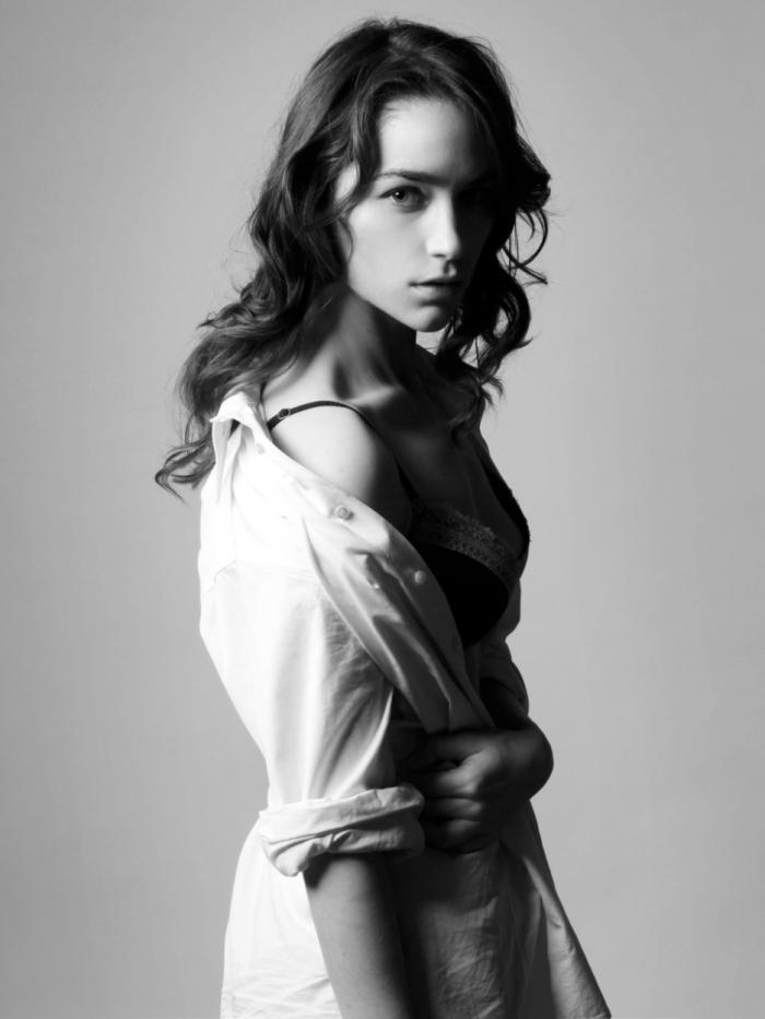 Melanie Scrofano 2014-02-08 RoboCop 01
