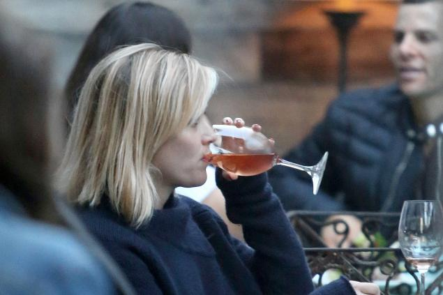 Reese Witherspoon 05 in the Bar None (AlKHall Bar None)