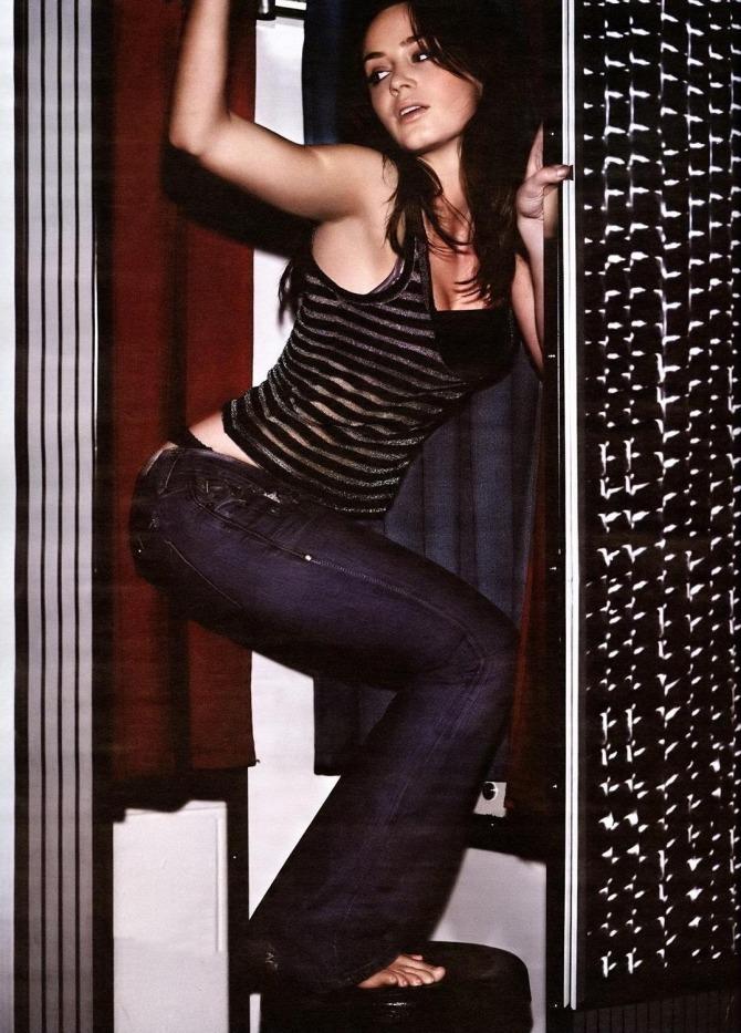 Emily Blunt 05 (AlKHall Booze Revooze Bar None)