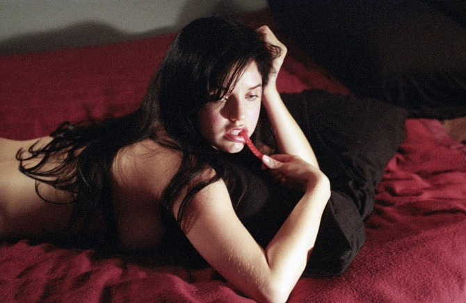 Kelli Garner 02 side boob (Bar None Booze Revooze AlKHall)