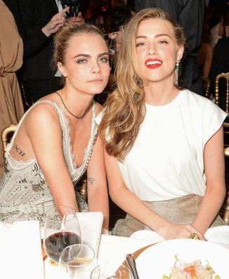 2016-09-25-cara-delevingne-and-amber-heard