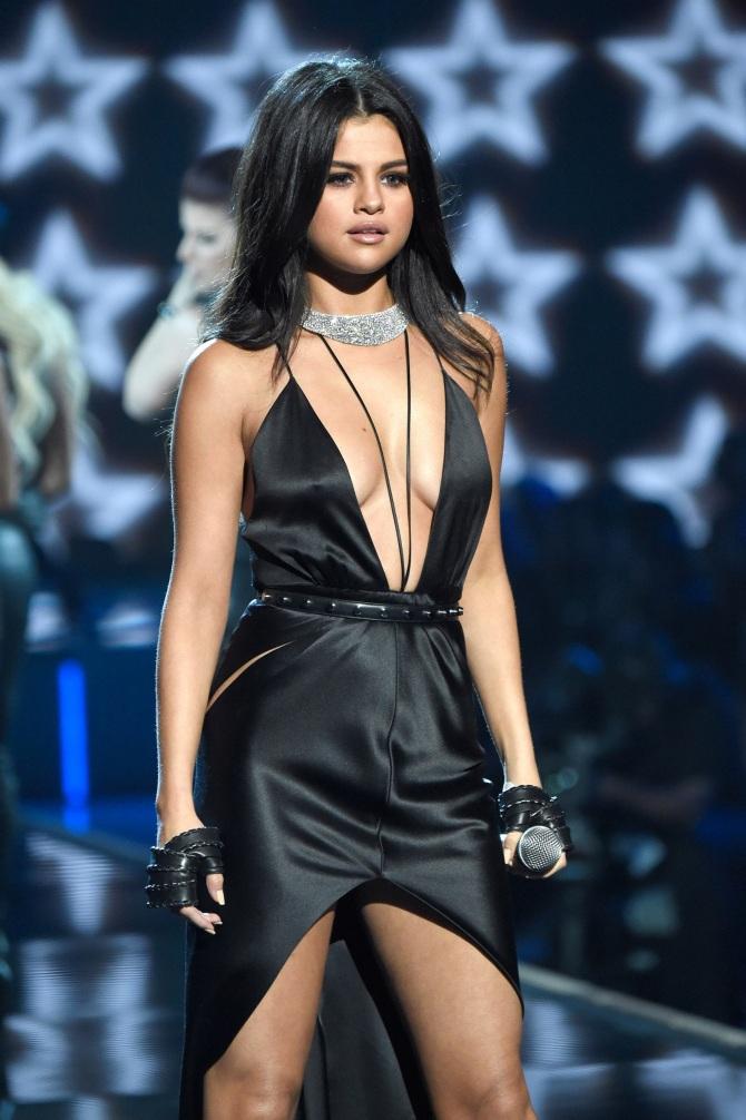 2016-09-29 Selena Gomez 02